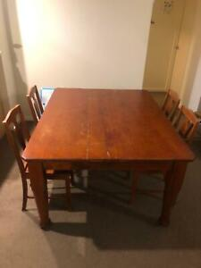 Grand Timber Table with 6x chairs