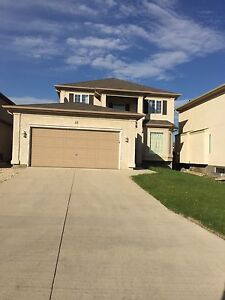 4 bed room 2.5 bathroom 2100sf house close to U of M for rent