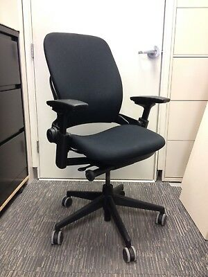 Task Chair - Steelcase Leap V2 In Black Very Good Condition