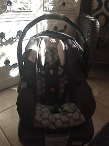 Car seat - Graco Snugride ClassicConnect 30