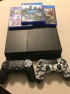 PS4 500G + 2 Controllers + 3 Games