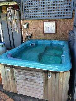Spa pool in excellent working condition