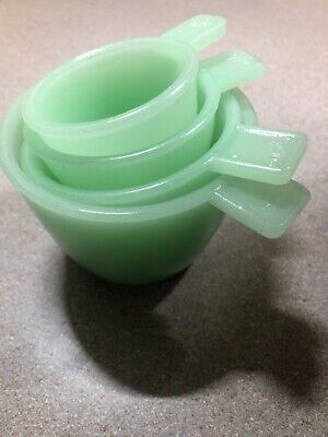 Glass Measuring Cups - Vintage Style - Jadeite Retro Set of 4 cups Jade Green  Jade Glass Circle