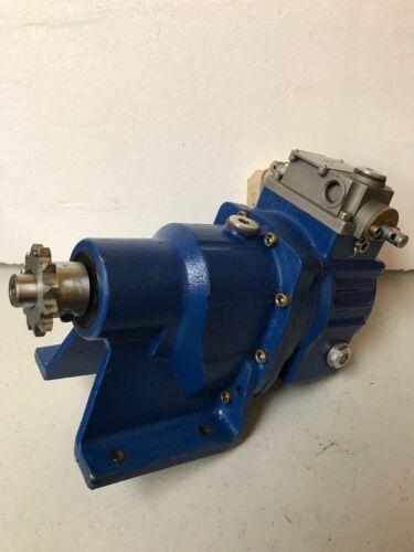 MOTOVARIO GEARBOX GEAR BOX SPEED REDUCER TK/002/RR 104 RPM 21.4 RATIO 1/008.4