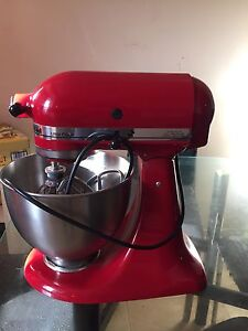 BRAND NEW NEVER USED KITCHEN AID MIXER