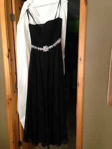 Grad dress Black Size 10 floor length excellent condition