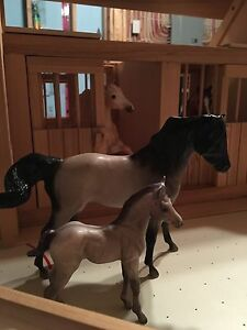 KidKraft wooden stable and coral with Breyer horses St. John's Newfoundland image 2
