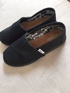 TOMS canvas shoes toddler size 10.5