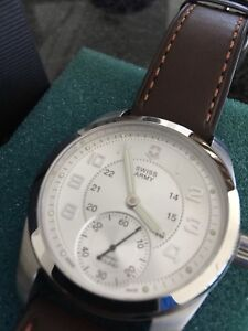 Gorgeous Swiss Army Automatic Watch - almost new!