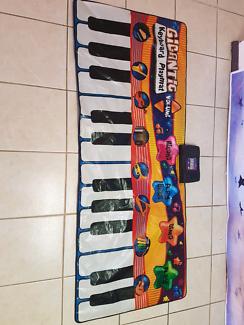 Gigantic keyboard kids mat