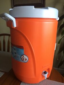 5 Gallon Insulated Water Jug