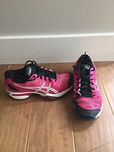 Asics Gel size 5, nearly new
