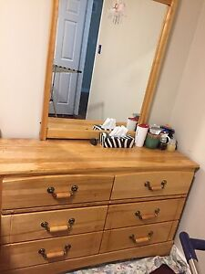 Good condition Solid wood dresser with mirror