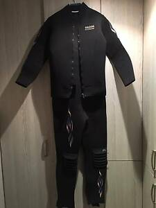 Dive wetsuit, 2 piece 5mm, mens size 4 (Dacor Extreme) Canberra City North Canberra Preview
