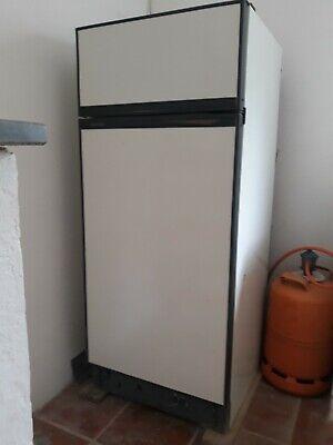 frigorífico de gas de color blanco combi en perfecto estado lo vendo...