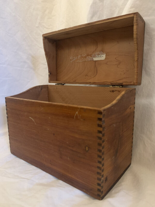 Vintage Wooden Recipe Box Dovetail Hinged