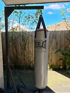 Punching bag with stand EVERLAST