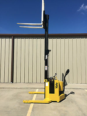1999 Yale Walkie Stacker - 12 Volt Straddle Walk Behind Forklift - 2800 Lb Cap
