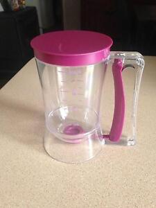 Cup with batter dispenser Bomaderry Nowra-Bomaderry Preview