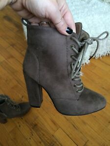 Mint Condition Sirens Granny Boots Sz 6