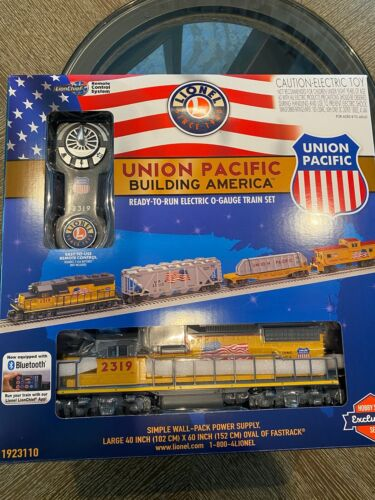 LIONEL O GAUGE UNION PACIFIC GP38 DIESEL ENGINE 1923110 WITH TRACK AND TRANS