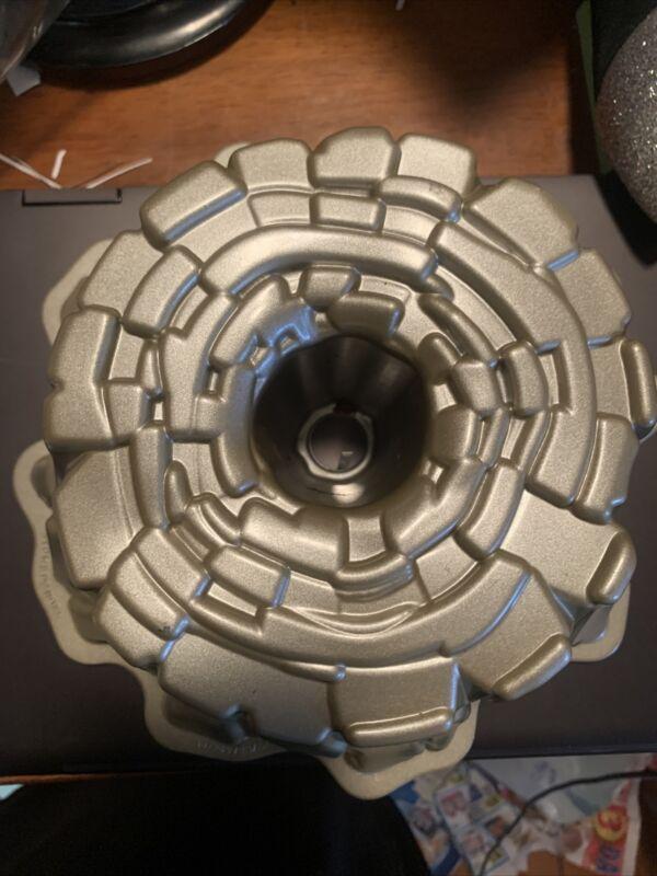 Nordic Ware Tree Stump de Noel Bundt Cake Pan Mold Heavy Cast Aluminum 10 Cup