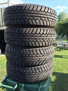 p195/70/14 inch Studded Winter Tires / NEAR NEW