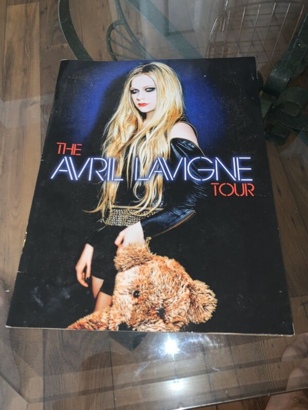 Avril Lavigne Tour Guide - Here's To Never Growing Up Booklet Magazine Pictures