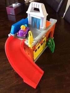 Car garage toy
