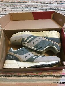 Size 9 Saucony retro runners