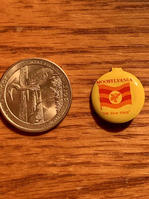 ORIGINAL 1962 BULLWINKLE & ROCKY MOOSYLVANIA TIN BUTTON