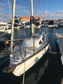 Yacht with Hillarys Marina Pen