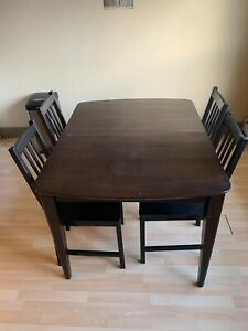 Table chairs included