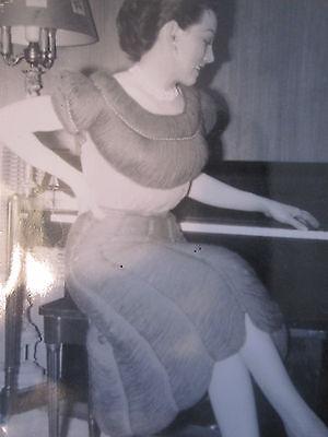 VINTAGE ANTIQUE WW2 ERA FASHION YARN DRESS 1940s AMERICAN BEAUTY OLD FUN   PHOTO