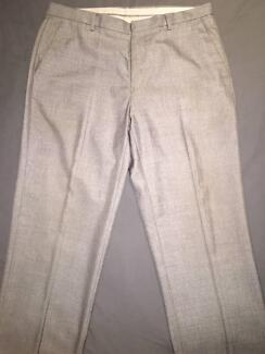 CALVIN KLEIN MENS FORMAL BUSINESS PANTS (SIZE 34 X 32)
