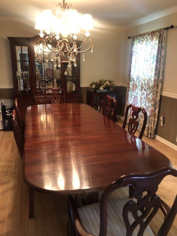 Pennsylvania House Dinning Room Set & Hutch w/ BONUS Chandelier and Sideboard