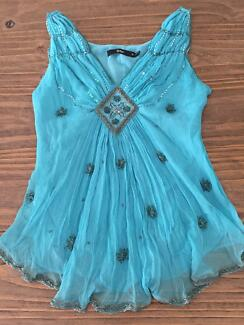 ❤️ Gorgeous Sportsgirl turquoise embellished top ❤️