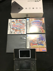 Nintendo DSi with 4 games
