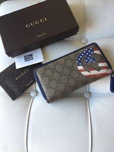 Gucci Supreme GG zip wallet