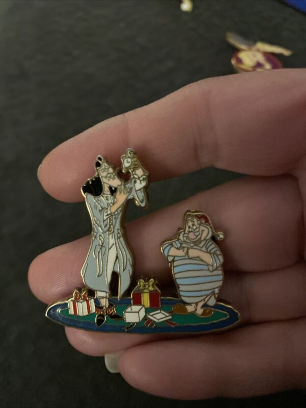 Disney Shopping Le50 Captain Hook And Smee Christmas Mystery Pin