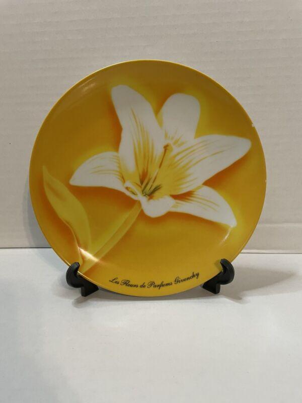 """Les Fleurs De Pardums Givenchy White Lily/Yellow Decorative Salad 8""""Plate"""