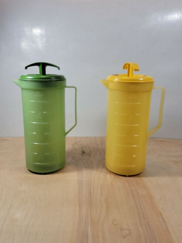 Vintage Federal Housewares 2 Qt Plastic Mixing Plunger Pitchers USA Green & Gold