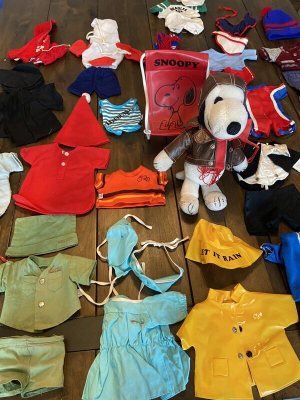 Huge LOT of Vintage SNOOPY Plush Doll - Rare Chair & Outfits Red Baron / Doctor