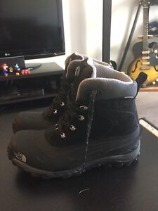 North Face Chilcat II Boots Men's 10.5 worn once $50 OBO