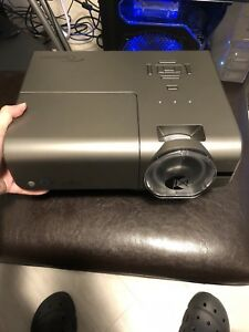 Like brand new High-end projector for sale!