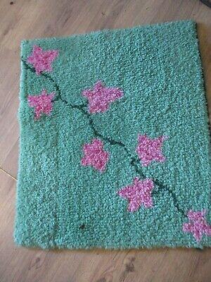 VINTAGE LATCH HOOK WOOL RUG  GREEN PINK FLOWERS SMALL