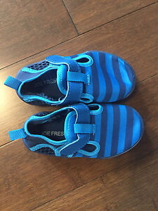New! Boys water shoes size 6