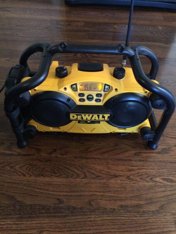 Dewalt DC011 7.2-18 Volt 1 Hour NiCd Worksite AM FM Radio & Battery Charger