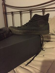 Size 8.5 black good condition converse