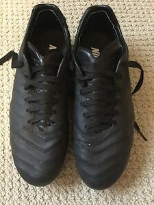 Nike Tiempo Black-Out Soccer Cleats, Men's size 11.5